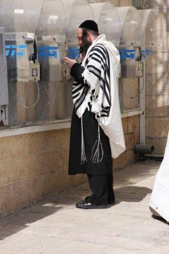 Zdj�cia: Jerozolima HaKotel Hama\'aravi / �ciana P�aczu, Chasyd w ta�esie, IZRAEL