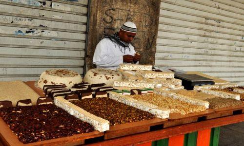 Zdjecie IZRAEL / - / Akko / Na bazarze - sprzedawca chałwy