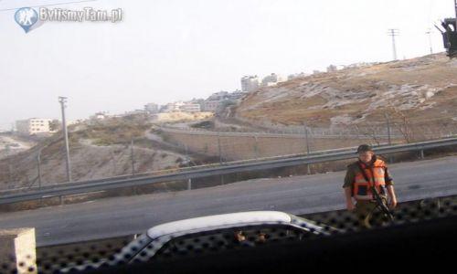 IZRAEL / granica Izraelsko - Palestyńska / okolice Jerozolimy / Posterunek kontrolny na wjeździe do Jerozolimy