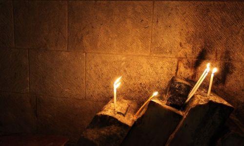 Zdjęcie IZRAEL / Jerozolima / Kościół Grobu Pańskiego / Płomyk nadziei