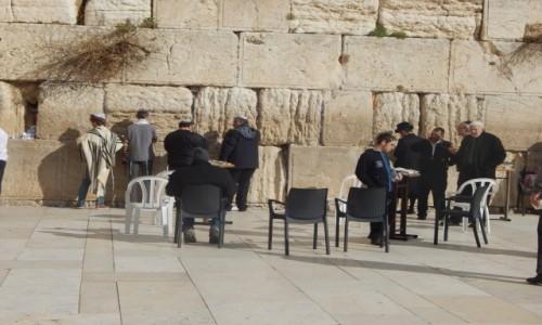 Zdjecie IZRAEL / Jerozolima / Ściana placzu / Pod ścianą plac