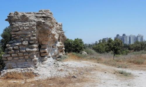 IZRAEL / Dystrykt Południowy / Aszkelon / Starożytne ruiny  i blokowisko