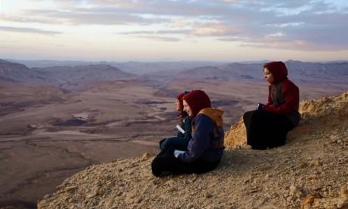 Zdjecie IZRAEL / Pustynia Negew / Mitzpe Ramon / Modlitwa o wschodzie