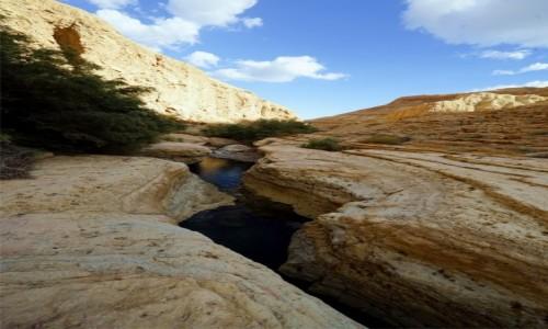 Zdjecie IZRAEL / Morze Martwe / Wadi Arugot / Woda kruszy skałę