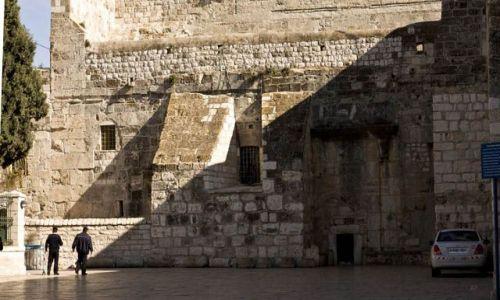 IZRAEL / Betlejem / Bazylika / Wejście do Bazyliki Narodzenia