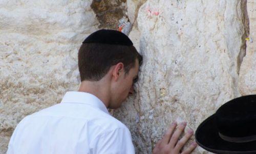 Zdjecie IZRAEL / Izrael / Jerozolima / Modlitwa przy Ścianie Płaczu