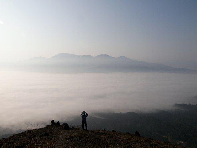 Zdjęcia: krawedz starego krateru, Aso, niewiele zobaczy, JAPONIA