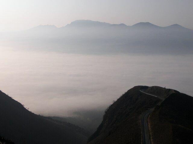 Zdjęcia: krawedz starego krateru, Aso, swit, JAPONIA
