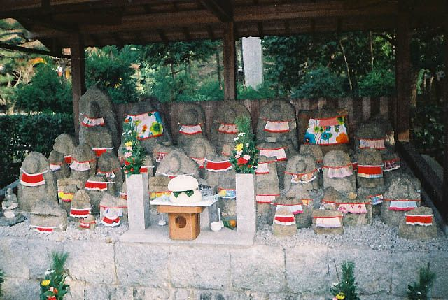 Zdjęcia: Kioto, Japonia, figurki wotywne, JAPONIA