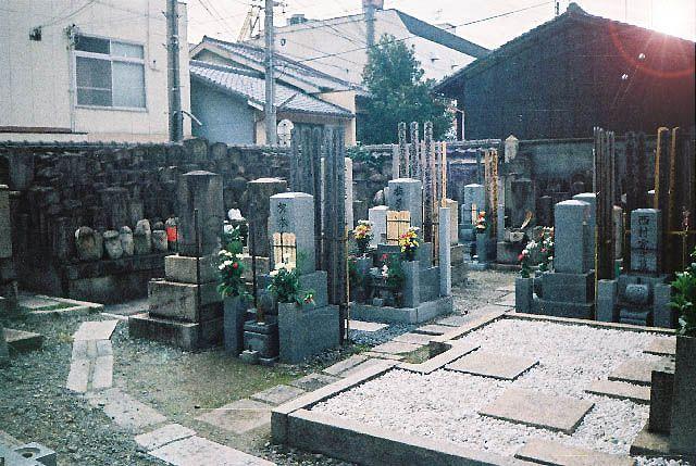 Zdjęcia: Kioto, Japonia, przydomowy cmentarzyk, JAPONIA