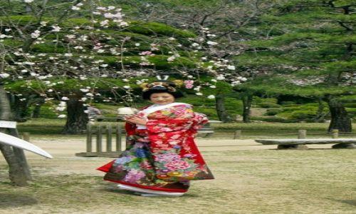 Zdjecie JAPONIA / Kioto / Kioto / japonka w ogrodzie