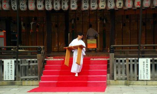 JAPONIA / Kioto / temple / mnich pracus