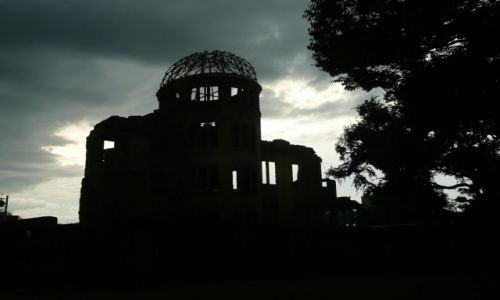 Zdjecie JAPONIA / - / Hirisima / Park Pokoju - noc