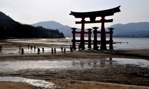 Zdjecie JAPONIA / rejon Morza Japońskiego / Itsukushima / Brama Torii