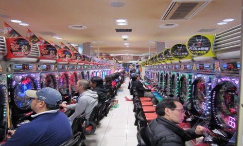 Zdjecie JAPONIA / Tokio / salon gier pachinko / pachinko-narodowa rozrywka Japonii