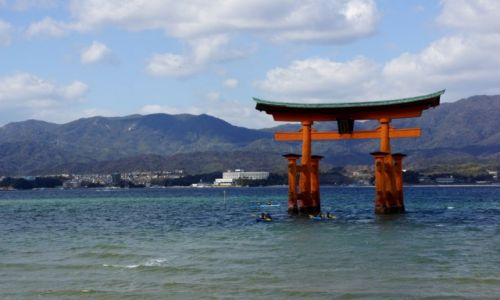 Zdjęcie JAPONIA / - / Wyspa Mijama / Brama Tori