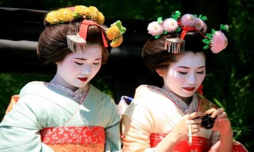 Zdjecie JAPONIA / - / Kyoto / Przeglądając selfie możesz paść ofiarą cudzego obiektywu...