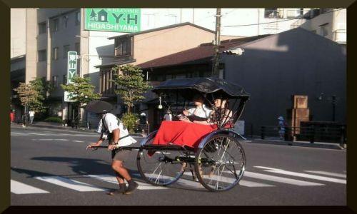 Zdjecie JAPONIA / Kyoto / ulica Kyotowska / riksza
