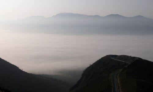 Zdjecie JAPONIA / Aso / krawedz starego krateru / swit