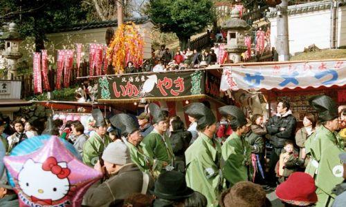 Zdjęcie JAPONIA / Nara / ulica / panowie w strojach paradnych