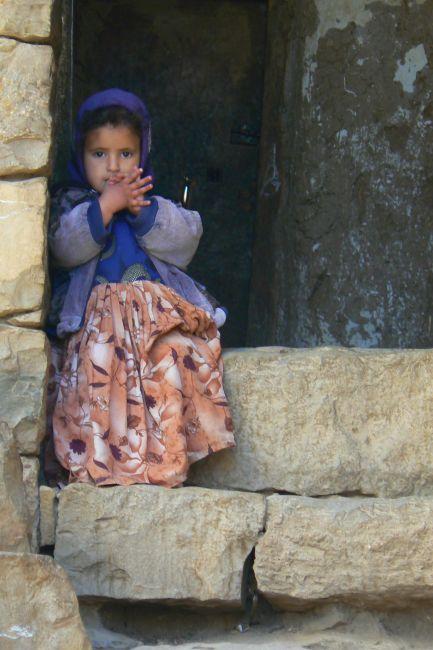 Zdjęcia: Sana, Na progu domu., JEMEN
