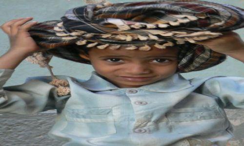 Zdjęcie JEMEN / - / okolice Shibam / Chłopczyk w turbanie.