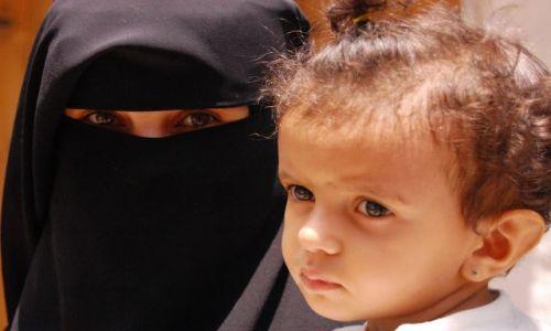 Zdjecie JEMEN / Sana / suq / Matka i córka