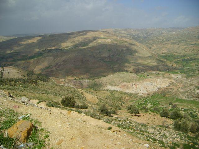 Zdjęcia: okolice Ammanu, za chmurami, JORDANIA