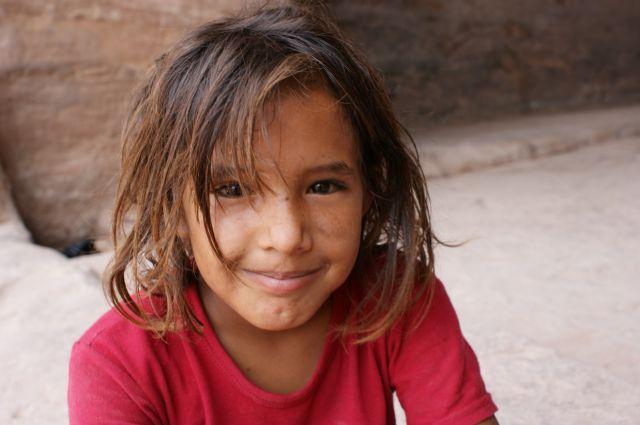 Zdjęcia: Petra, dziewczynka sprzedajaca koraliki, JORDANIA