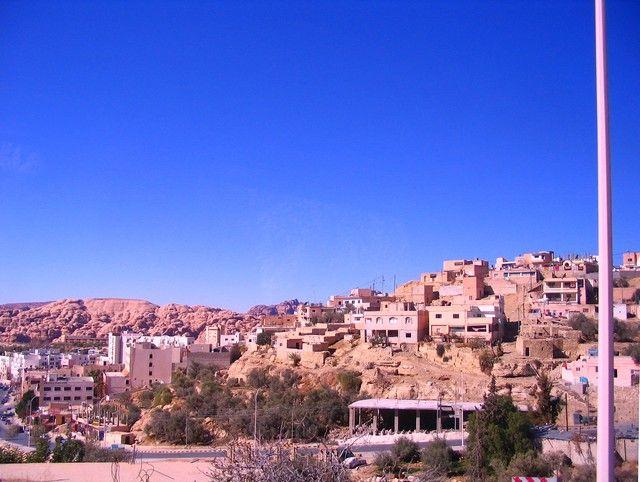 Zdjęcia: między Akabą a Petrą, muhafaz Maan, miasto  na pustyni, JORDANIA