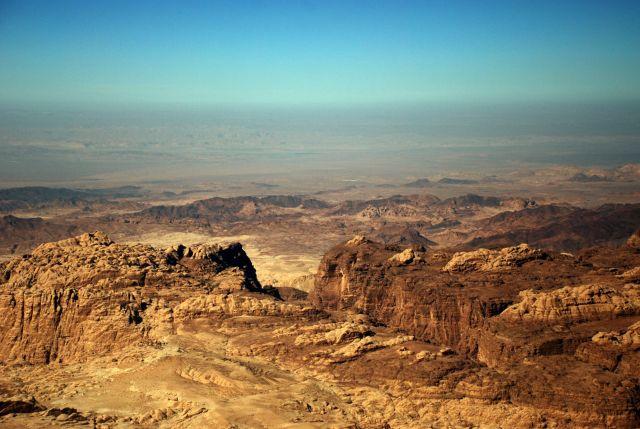 Zdjęcia: droga do Petry, Petra, kanion po horyzont , JORDANIA