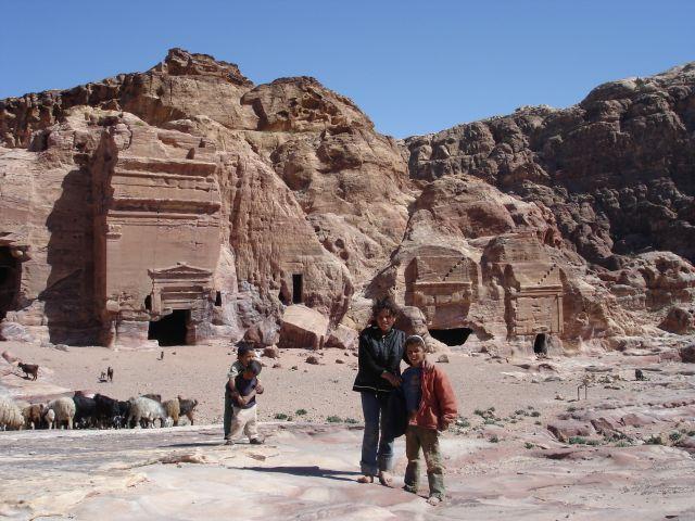 Zdjęcia: Petra, mali beduini, JORDANIA