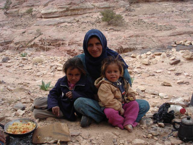 Zdjęcia: Petra, beduinska rodzinka, JORDANIA