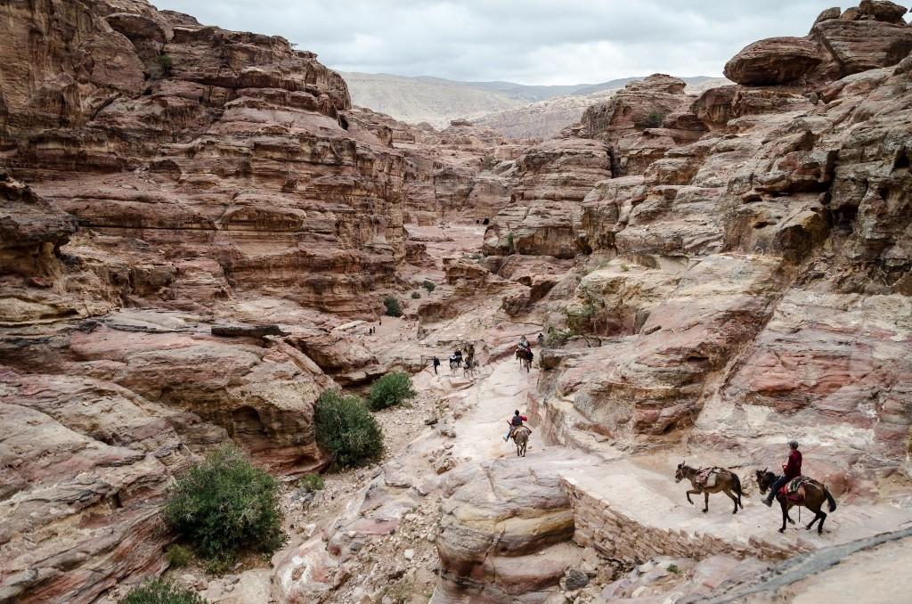Zdjęcia: szlak do monastyru, Petra, schodami..., JORDANIA