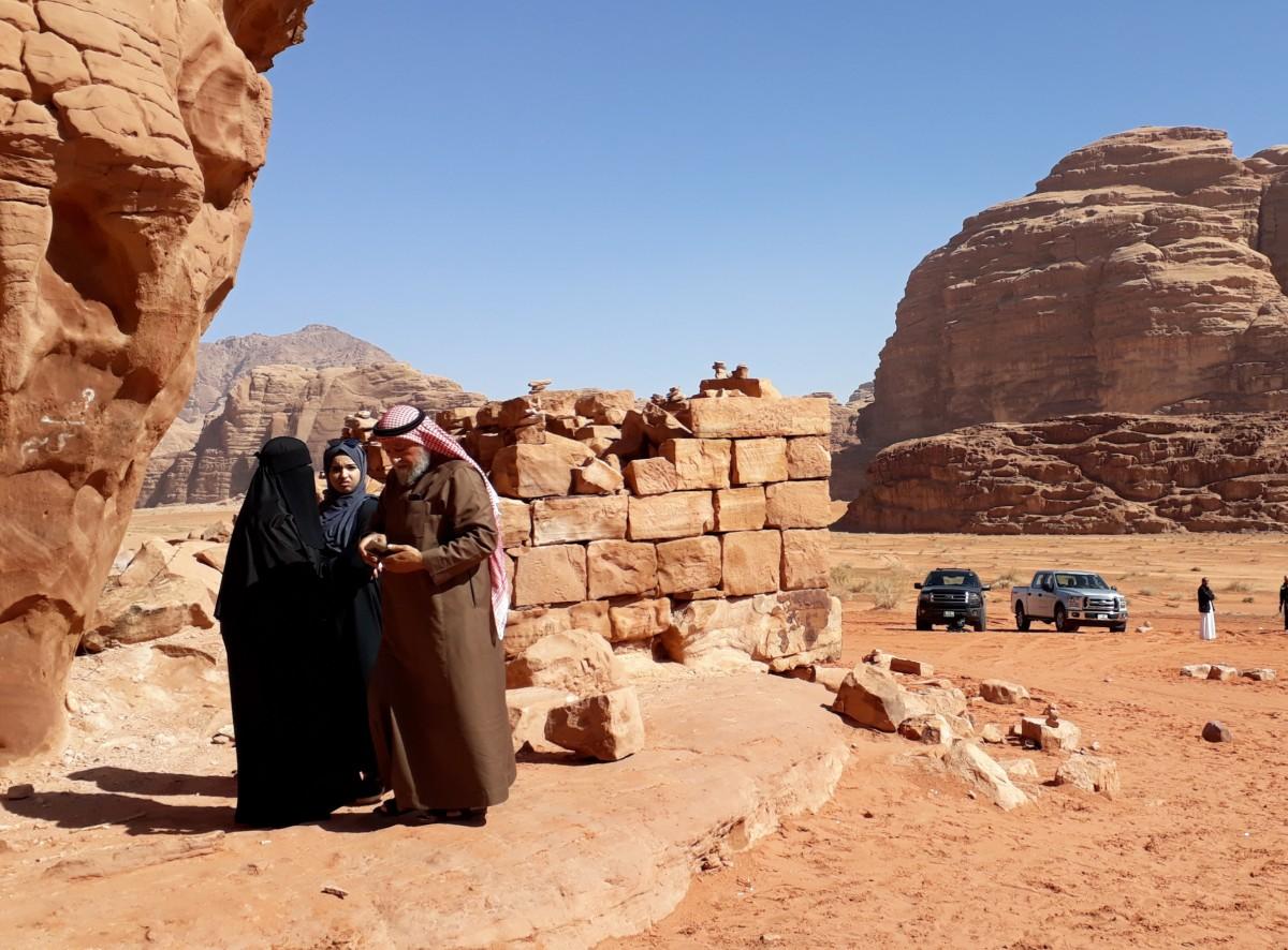 Zdjęcia: Lawrence's house , Wadi Rum , Lokalsi też odwiedzają pustynię, JORDANIA