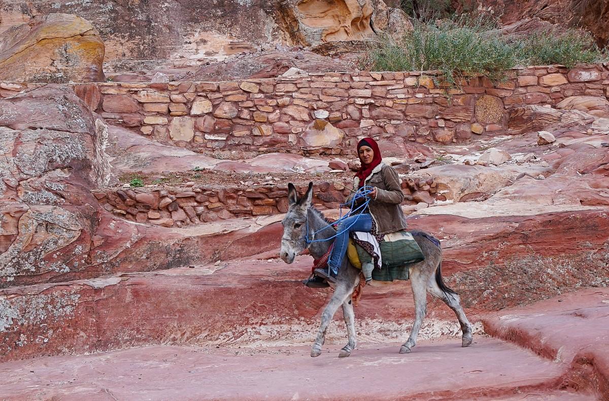 Zdjęcia: Petra, Muhafaza Ma'an, Na osiołku, JORDANIA