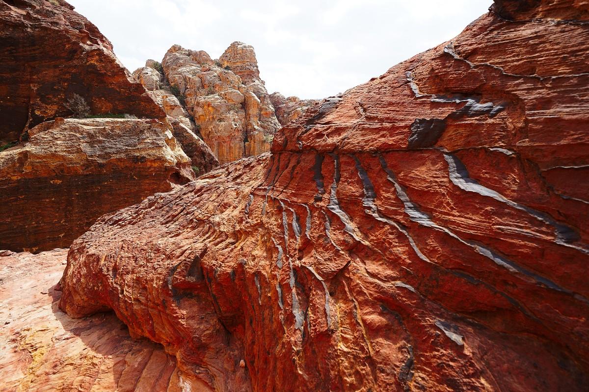 Zdjęcia: Petra, Muhafaza Ma\\\'an , Struktura skały, JORDANIA