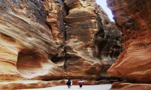 Zdjecie JORDANIA / Petra / W skalnym mieście / Wśród kolorowych skał