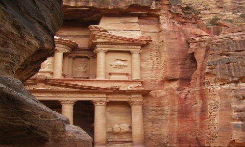Zdjecie JORDANIA / Petra / Skalne miasto / Wśród kolorowych skał
