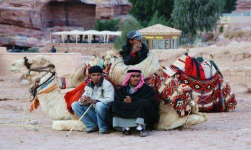 Zdjęcie JORDANIA / Południowo-Zachodnia Jordania / Petra / Zaparkowani