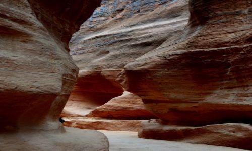 JORDANIA / Petra / Petra / Waw�z Siq prowadz�cy do tajemnic Nabatejczyk�w