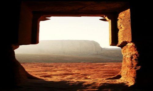 Zdjęcie JORDANIA / Południowo-Zachodnia Jordania / Petra / Okno