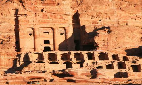 Zdjecie JORDANIA / Południowo-Zachodnia Jordania / Petra / Grobowiec Urnowy