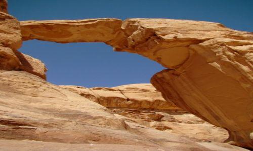 Zdjecie JORDANIA / Jordania Po�udniowa / Wadi Rum / �uk Skalny