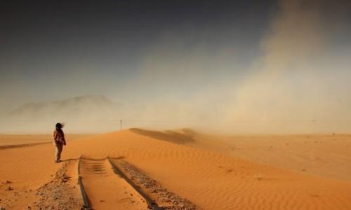 Zdjecie JORDANIA / Akaba / Wadi Rum / Burza piaskowa