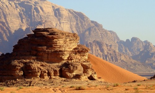 Zdjecie JORDANIA / południowa Jordania / Pustynia Wadi Rum / Ziarnko do ziarnka... i wydma gotowa