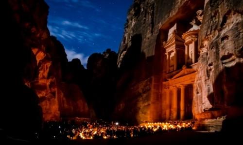 Zdjecie JORDANIA / Petra / Al-Chazna/Skarbiec Faraona / nocą...