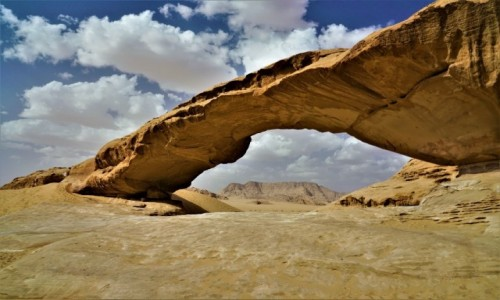 Zdjecie JORDANIA / Pustynia Wadi Rum / Wadi Rum / Pustynny most