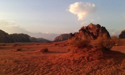 Zdjecie JORDANIA / Wadi Rum / na pustyni / Jordania