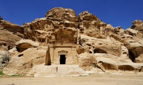 Zdjęcie JORDANIA /  Muhafaza Ma\\\'an / Mała Petra  / Wejście do grobowca